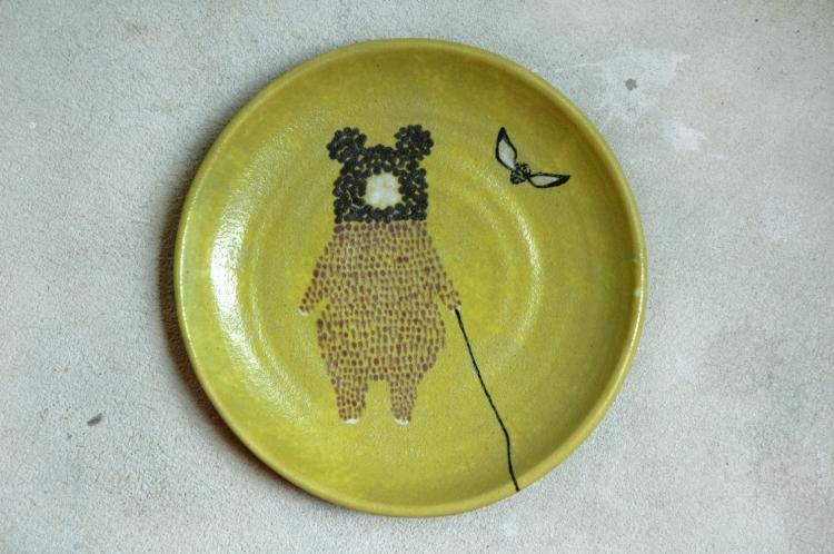 daruma bear and the bee